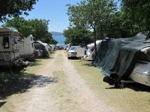 Abbildung 1: Der Charme des Campings überzeugt vor allem Naturliebhaber und Menschen, die die Gesellschaft anderer Camper genießen.