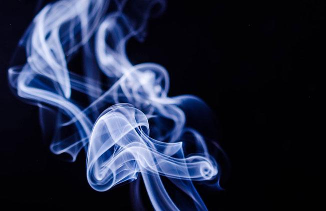 Blauer Zigarettenrauch